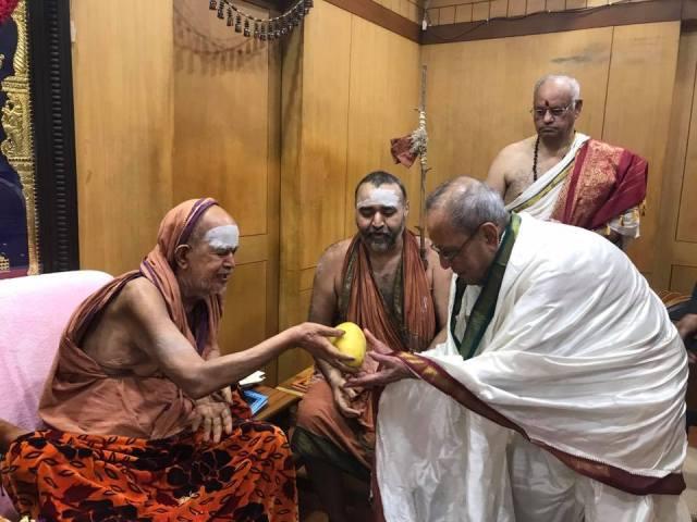 जयेंद्र सरस्वती और प्रणब मुखर्जी के लिए चित्र परिणाम